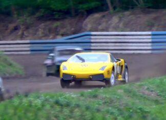Lamborghini Gallardo na szutrowym torze. Mająrozmach...