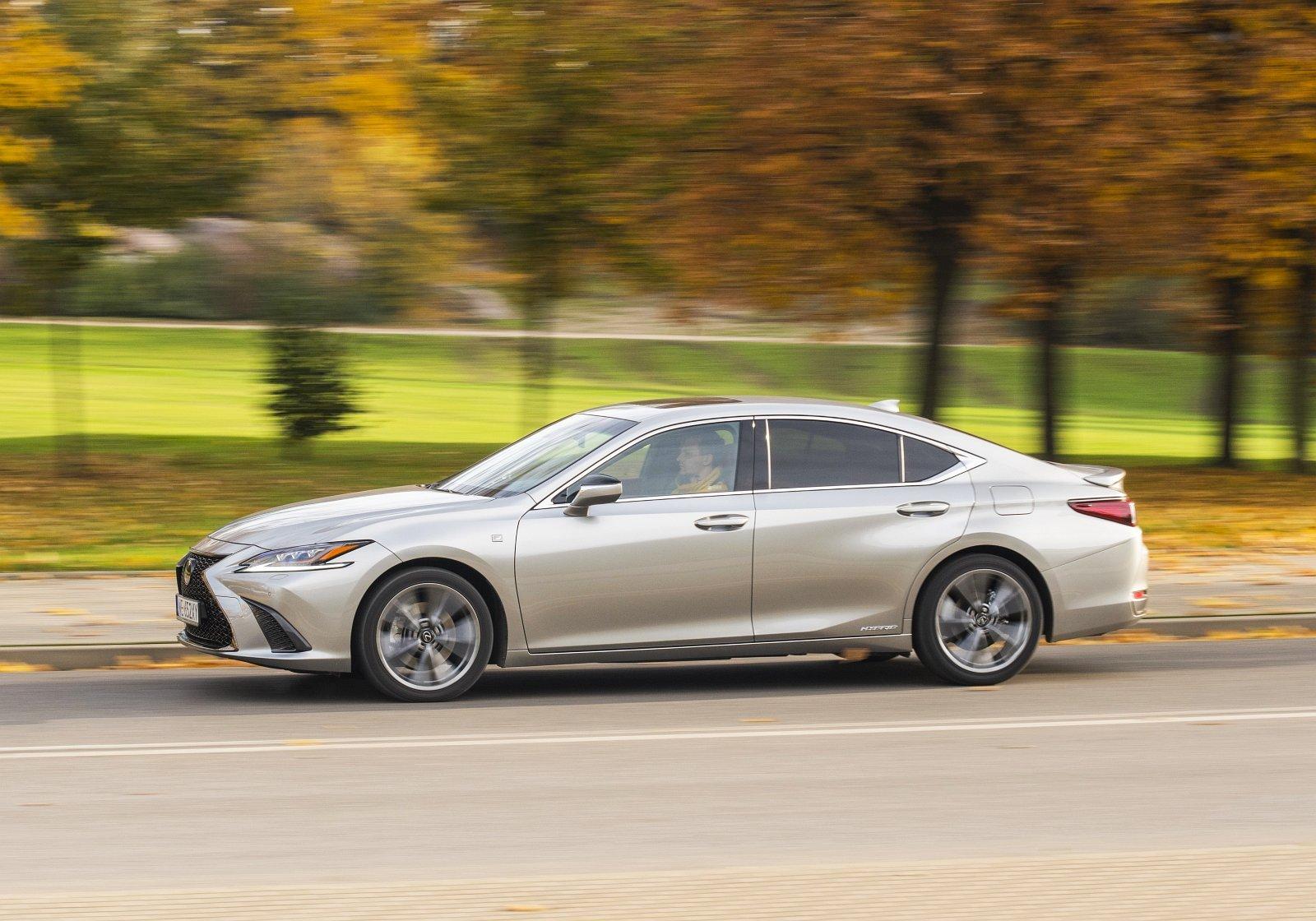 Lexus ES 300h F Sport Edition test 2020 01