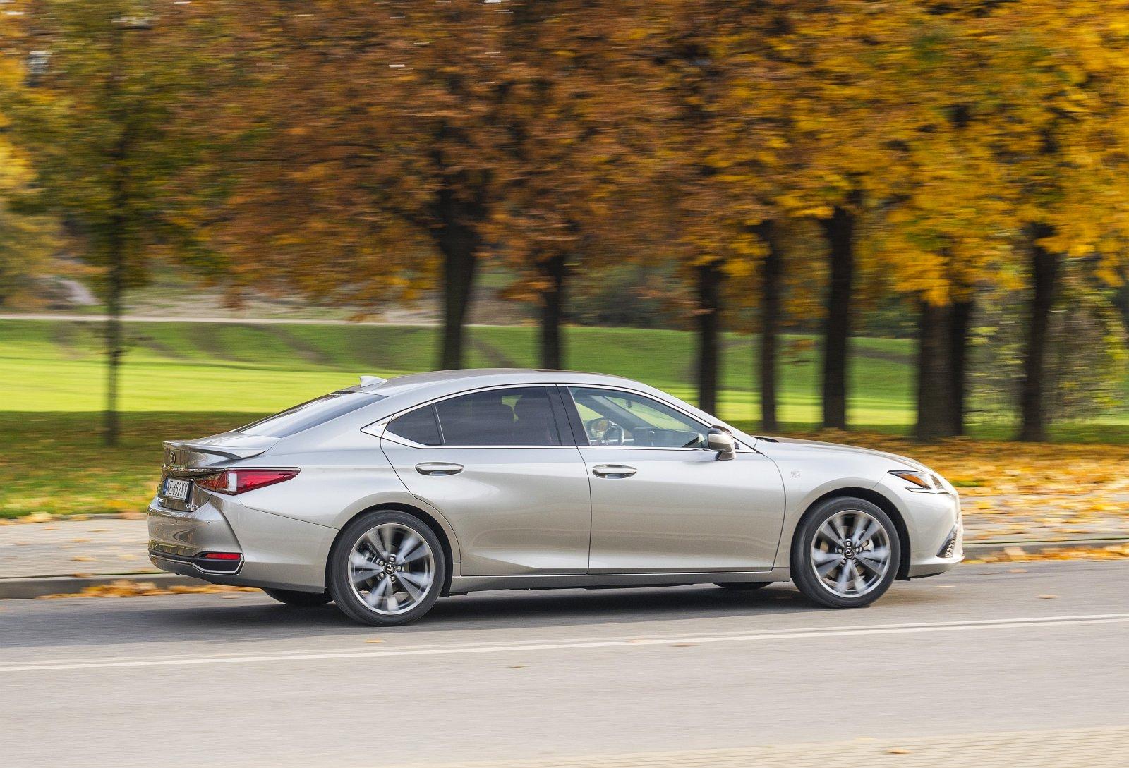 Lexus ES 300h F Sport Edition test 2020 02