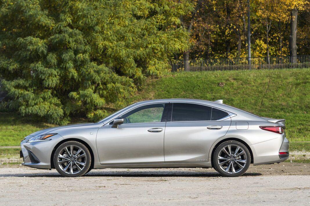 Lexus ES 300h F Sport Edition test 2020 - bok