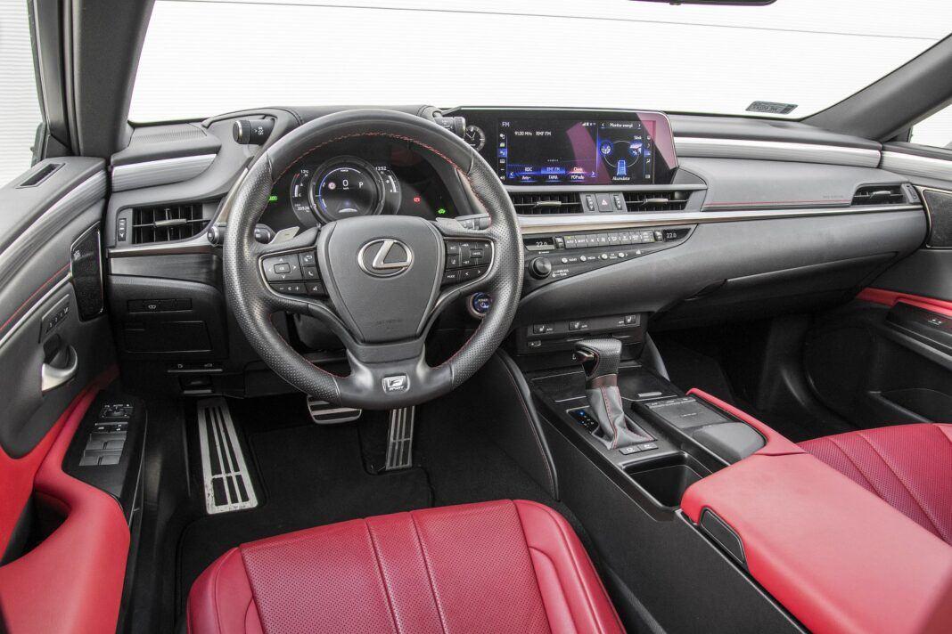 Lexus ES 300h F Sport Edition test 2020 - deska rozdzielcza/kokpit