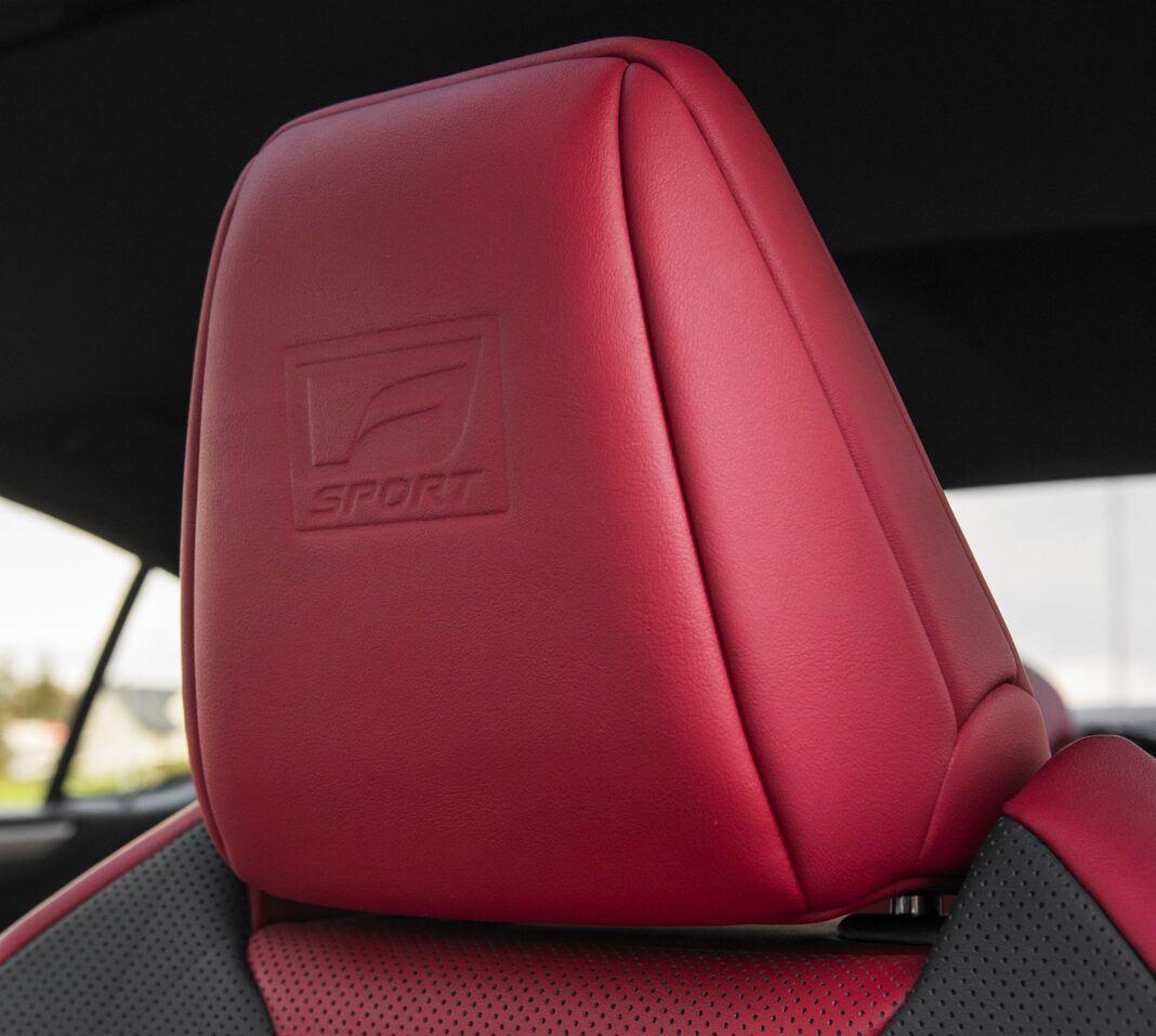 Lexus ES 300h F Sport Edition test 2020 - dwuosiowa regulacja zagłówków