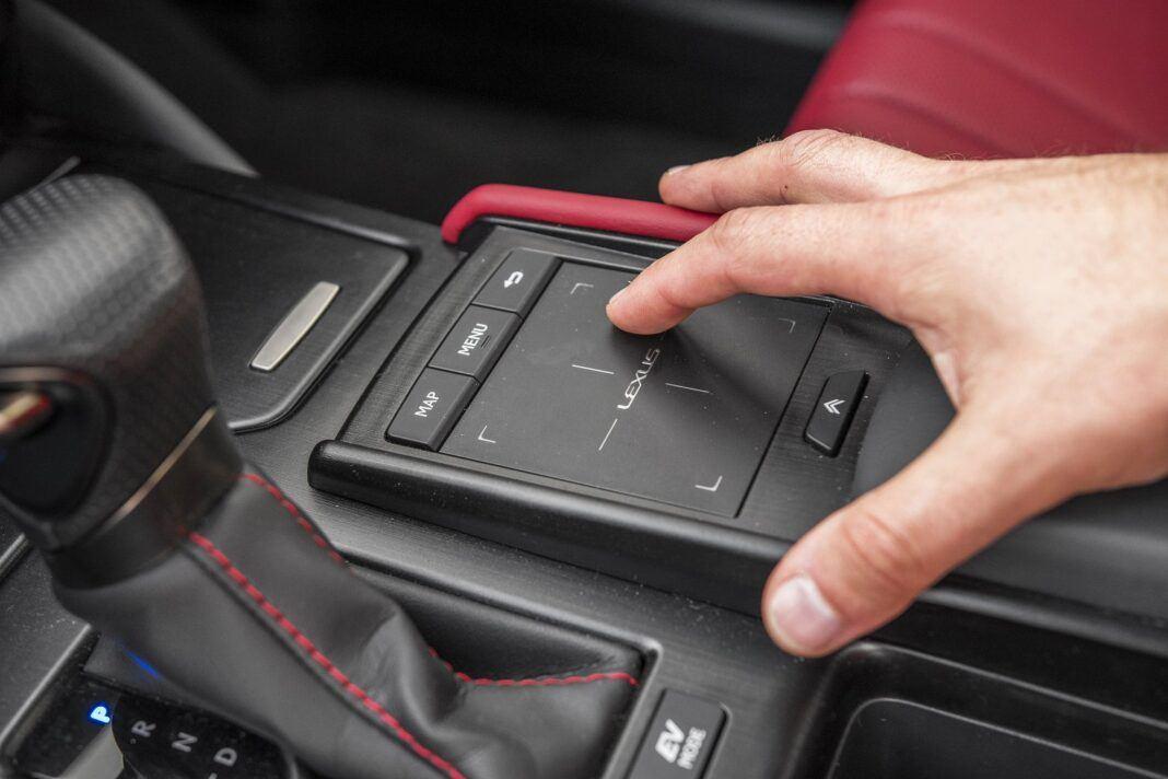 Lexus ES 300h F Sport Edition test 2020 - gładzik