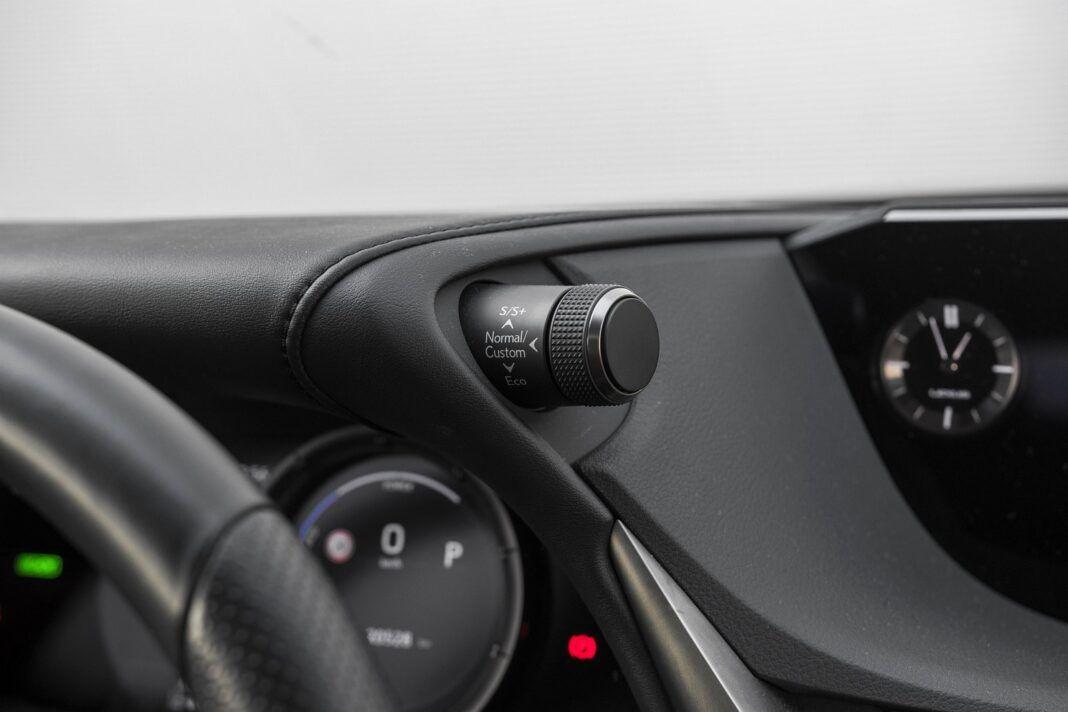 Lexus ES 300h F Sport Edition test 2020 - tryby jazdy