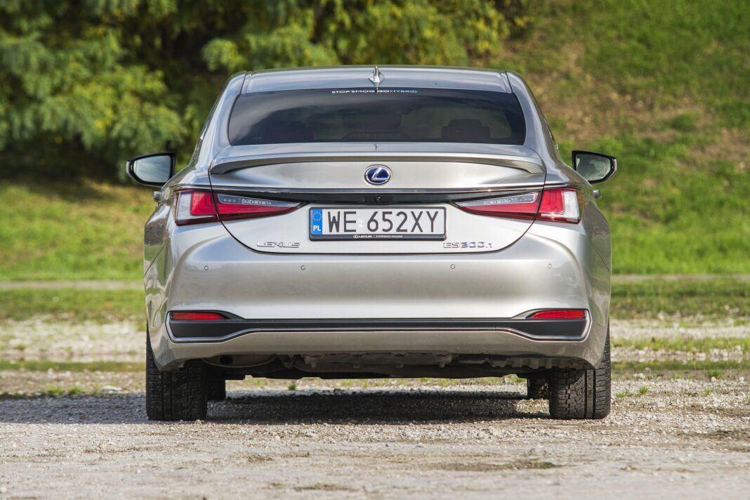 Lexus ES 300h F Sport Edition test 2020 - tył