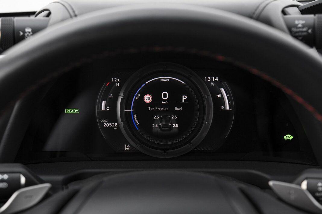 Lexus ES 300h F Sport Edition test 2020 - zegary 02