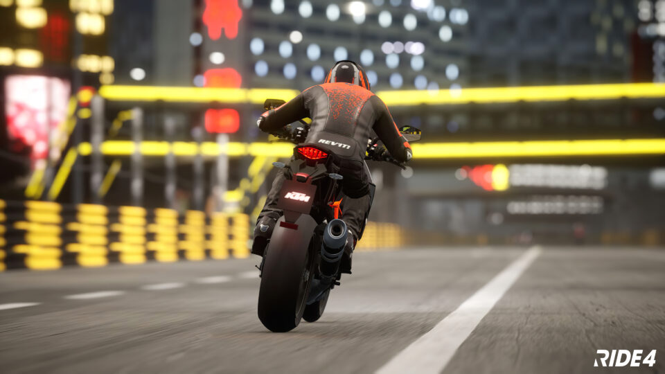 Motocykl w nocy