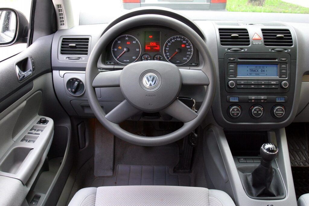 Volkswagen Golf V 12