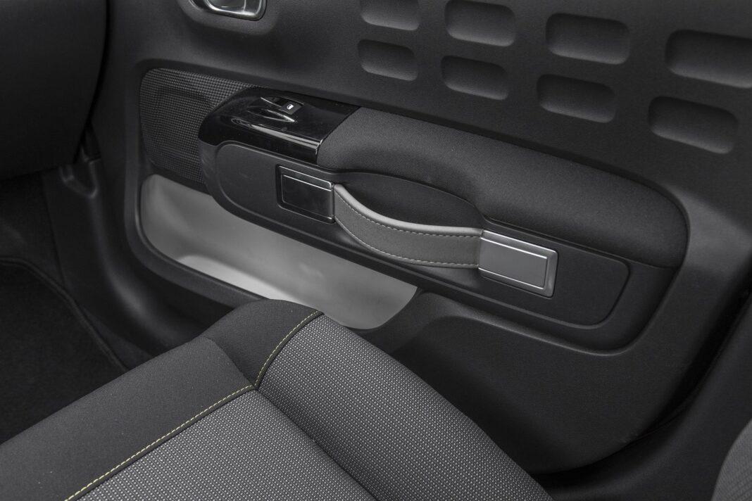 Citroen C3 1.2 PureTech 110 test 2020 - kieszenie drzwi