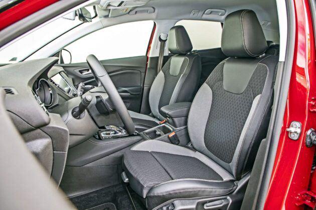 Opel Grandland X - fotele przednie