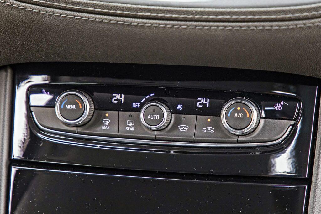 Opel Grandland X - klimatyzacja