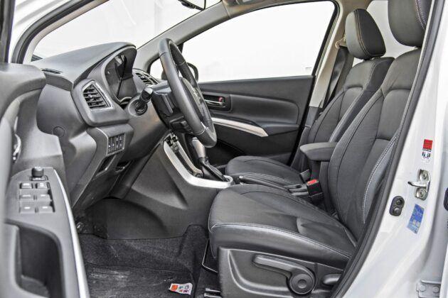 Suzuki SX4 S-Cross - fotele przednie