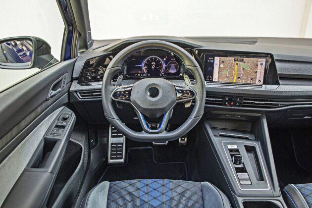 VW Golf R - deska rozdzielcza
