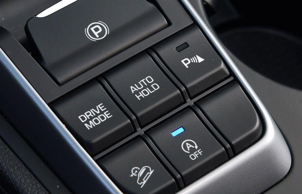 HYUNDAI Tucson III Style 1.7CRDi 141KM 7AT DCT FWD WE583MA 04-2016