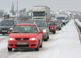 Jak jeździć autem zimą? Oto garść porad na temat zimowej jazdy