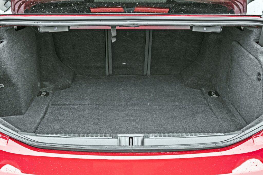 Alfa Romeo Giulia - bagażnik