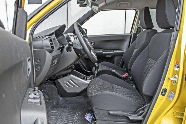 Suzuki Ignis - fotele przednie