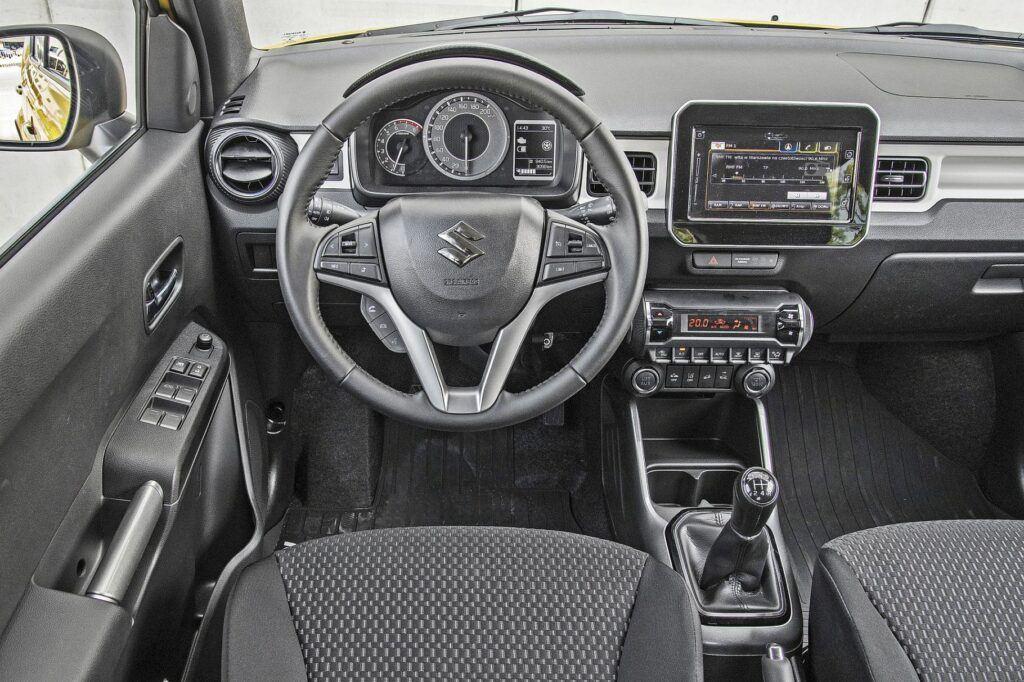 Suzuki Ignis - deska rozdzielcza