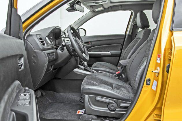 Suzuki Vitara Hybrid - fotele przednie