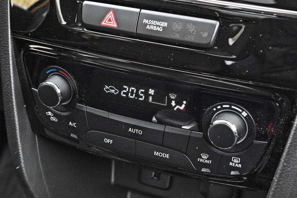 Suzuki Vitara Hybrid - klimatyzacja