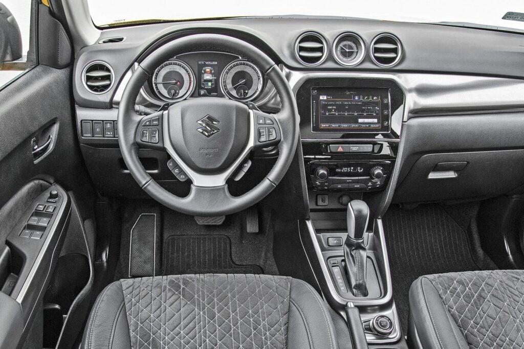 Suzuki Vitara Hybrid - deska rozdzielcza