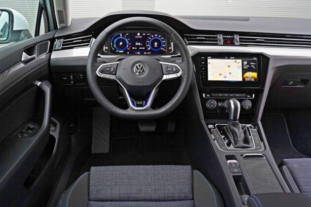 VW Passat GTE (2020)