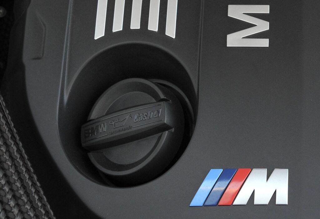 BMW - korek oleju