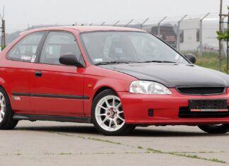 Ponad 20-letni hatchback sprzedany za niemal 300 tys. zł. O jakim mowa?