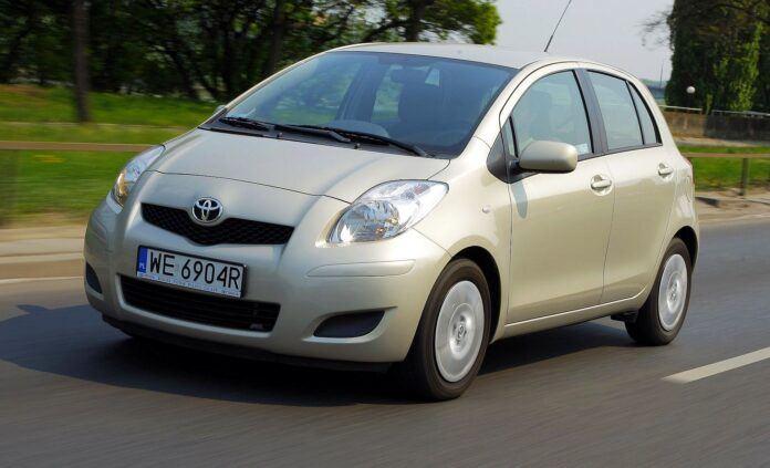 Toyota Yaris II 19