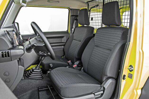 Suzuki Jimny - fotele przednie