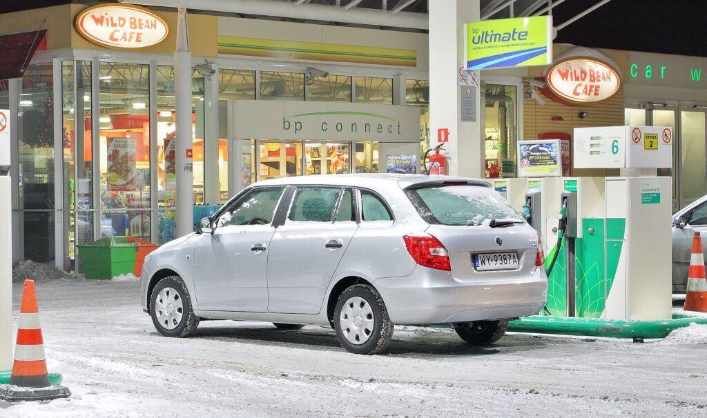 Czy zimą samochód więcej pali