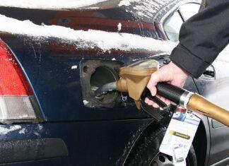 Czy to normalne, że samochód zimą więcej pali? Jak ograniczyć zużycie paliwa?