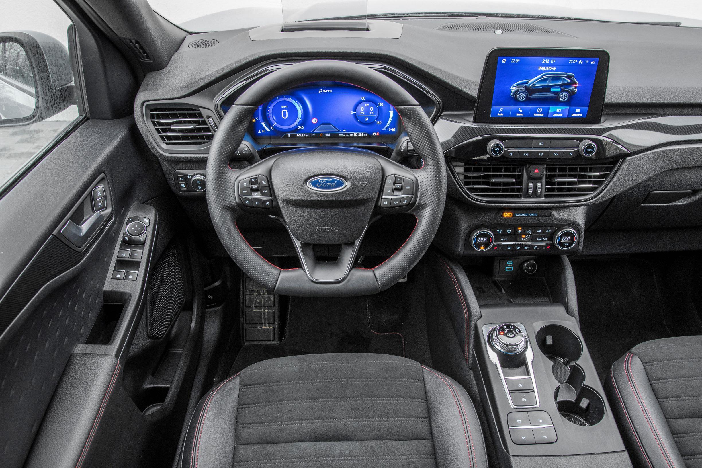 Ford Kuga - kokpit