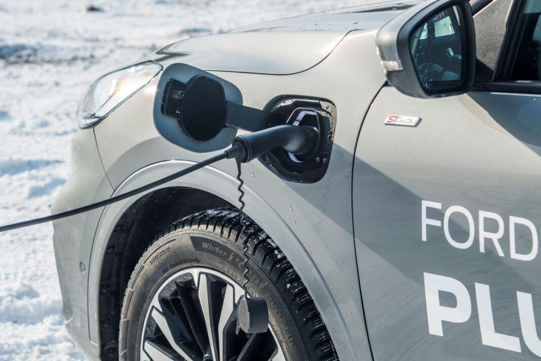 Ford Kuga - ładowanie