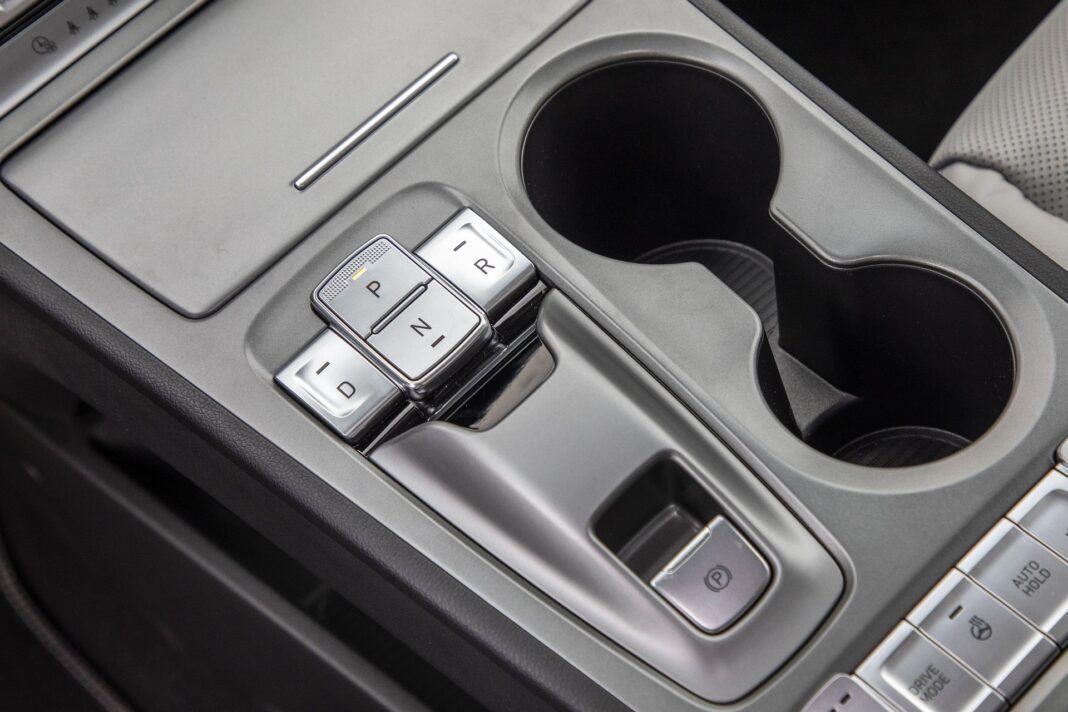 Hyundai Kona Electric - test (2021) - przyciski przekładni