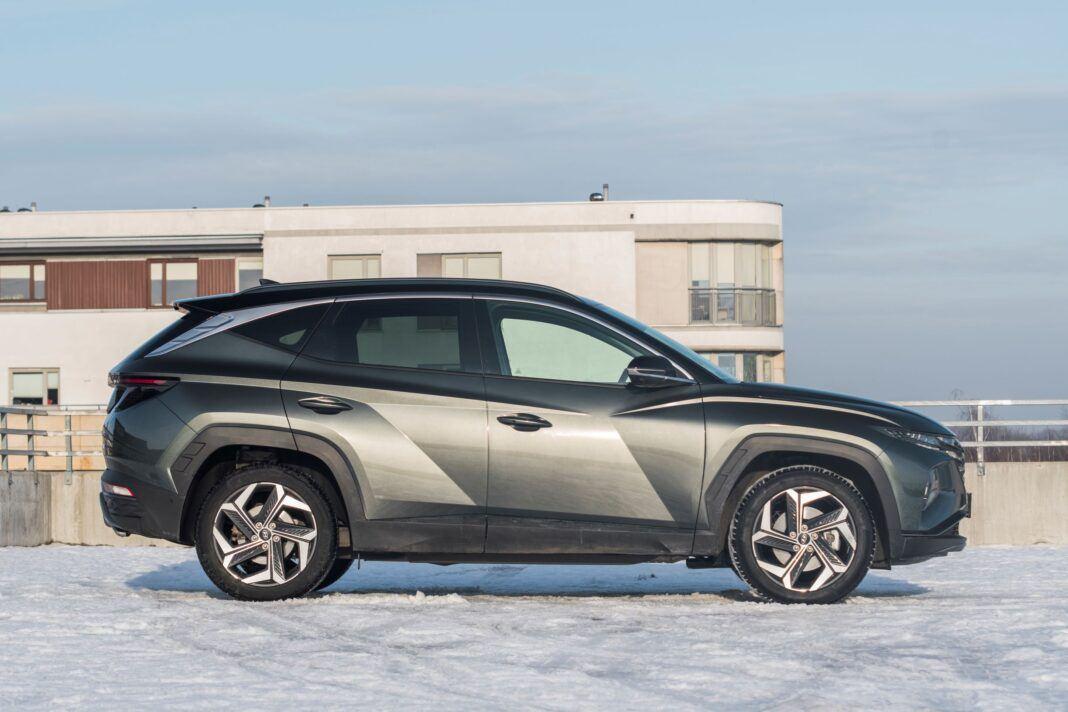 Hyundai Tucson 1.6 T-GDI HEV - bok