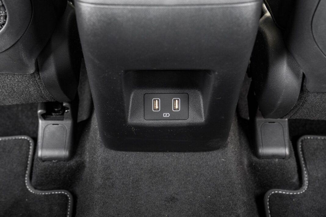 Hyundai Tucson 1.6 T-GDI HEV - gniazda USB