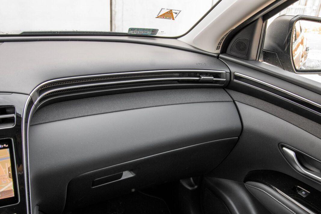 Hyundai Tucson 1.6 T-GDI HEV - kokpit