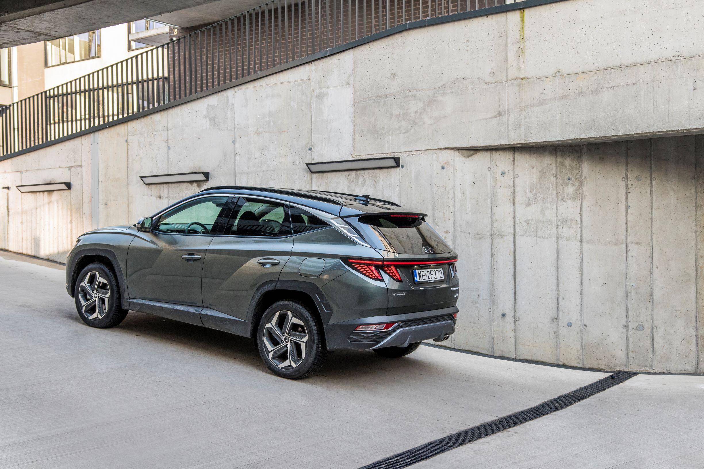 Hyundai Tucson 1.6 T-GDI HEV - lewy tył