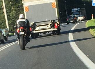 Nastolatek gnał motocyklem prawie 150 km/h w terenie zabudowanym!
