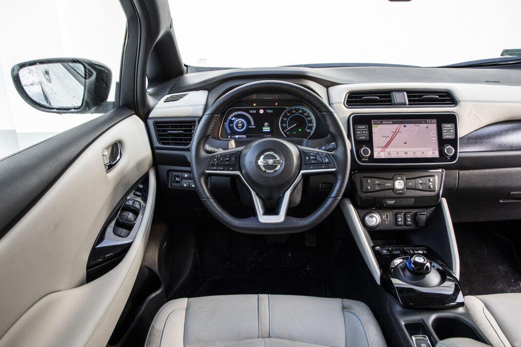 Nissan Leaf 62 kWh - test (2021) - kokpit, deska rozdzielcza