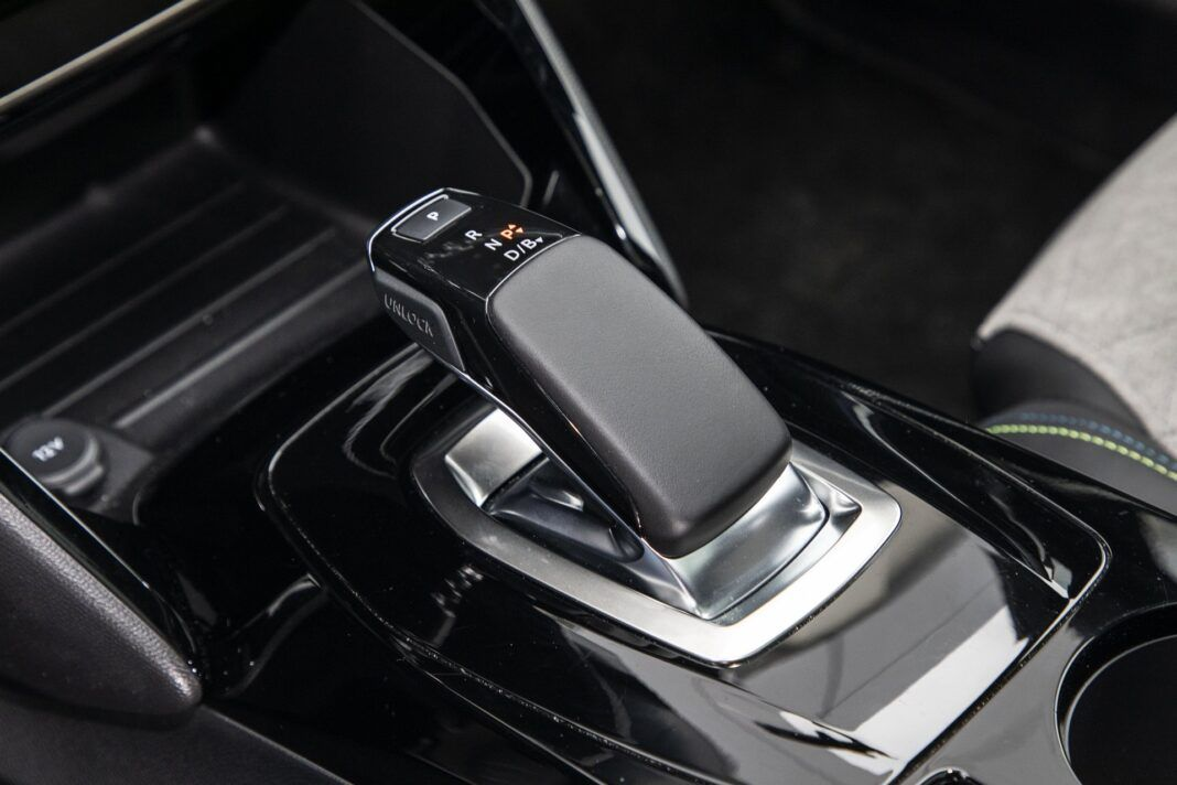 Peugeot e-2008 - test (2021) - dźwignia przekładni