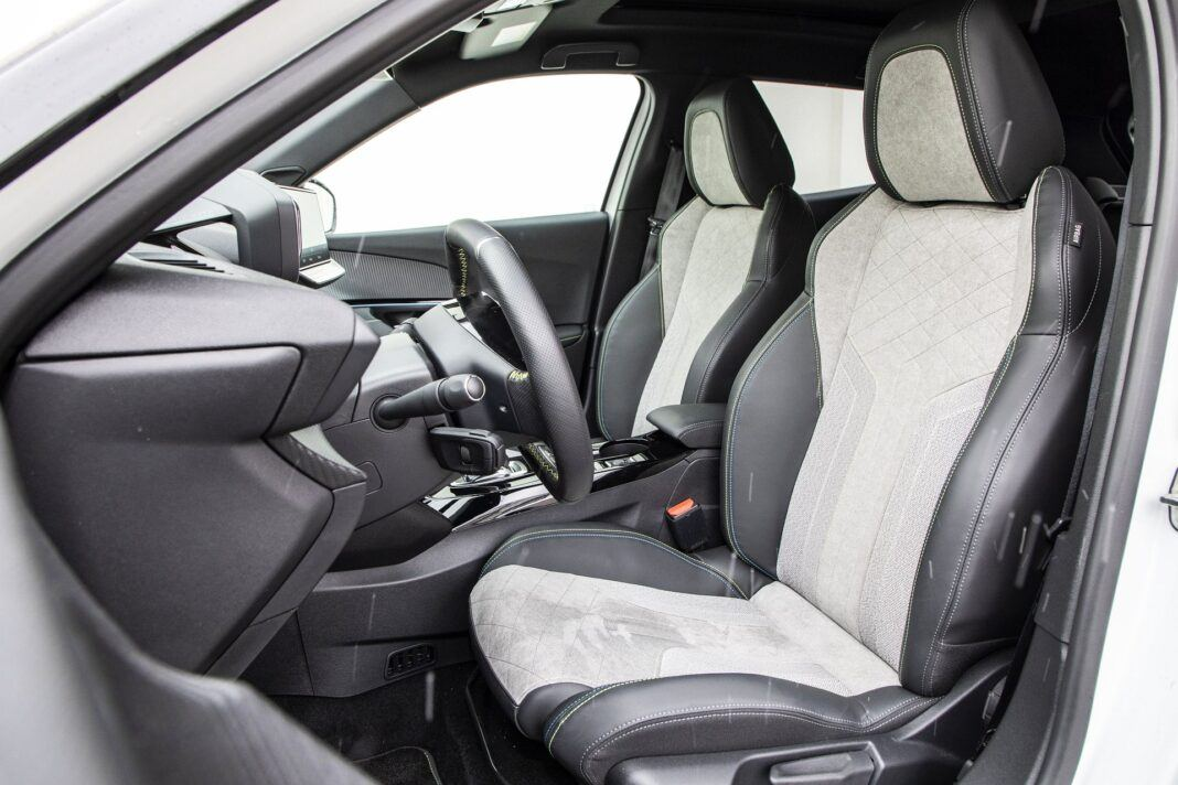 Peugeot e-2008 - test (2021) - fotele