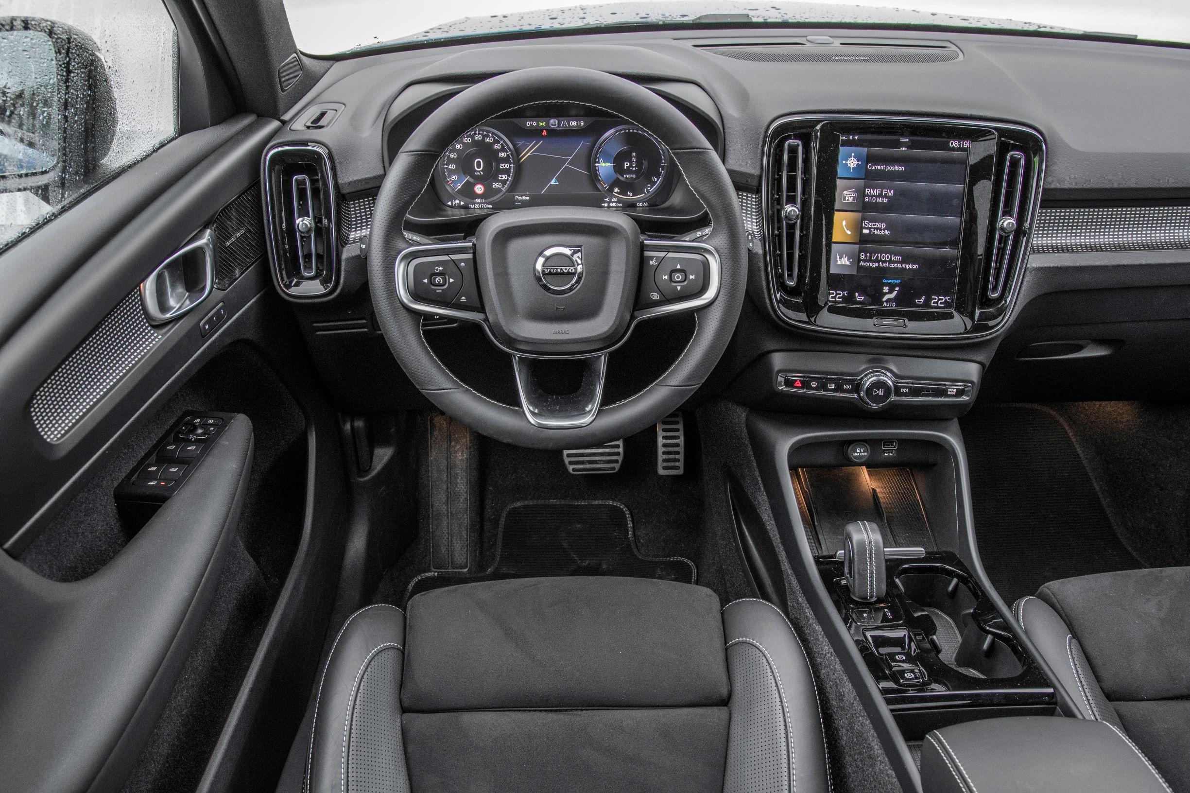 Volvo XC40 - kokpit