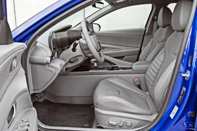 Hyundai Elantra - fotele przednie
