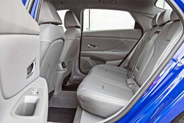 Hyundai Elantra - tylna kanapa