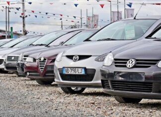 Sprowadzamy coraz mniej aut, średnia wieku nadal rośnie. Dane za styczeń