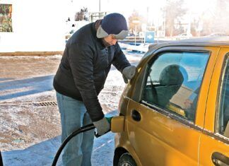 Zima nie odpuszcza. Jak powinien ubrać się kierowca?