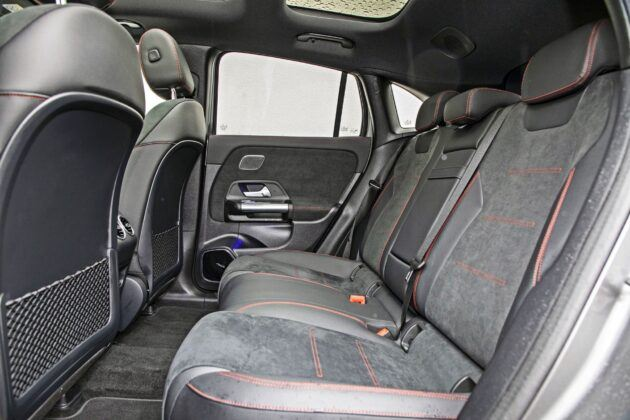 Mercedes EQA 250 - tylna kanapa