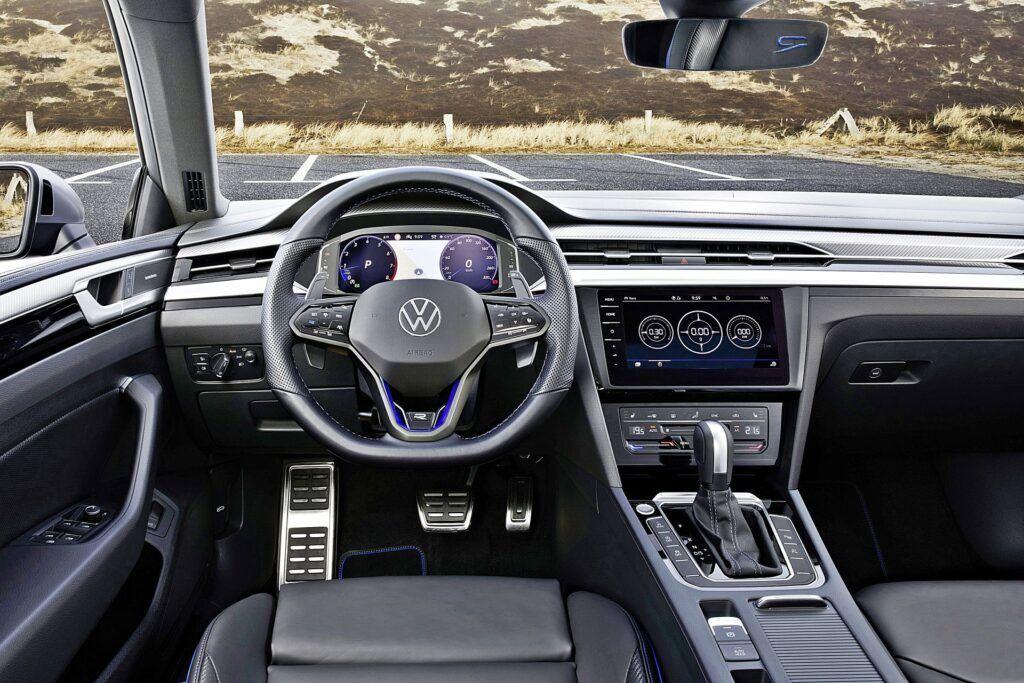 VW Arteon R - deska rozdzielcza